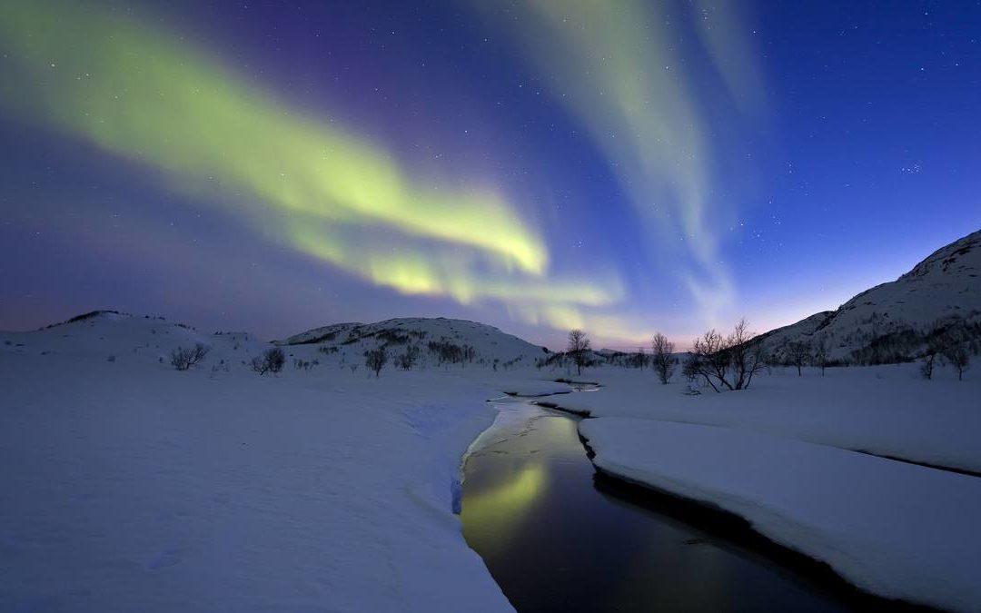 Czary na skandynawskim niebie – czyli kurtyny, promienie i korony